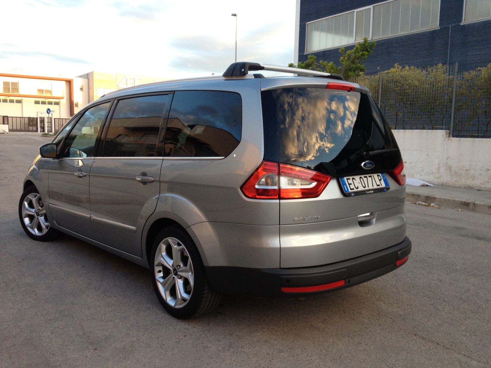 Ford Galaxy 2.2 2010 photo - 6