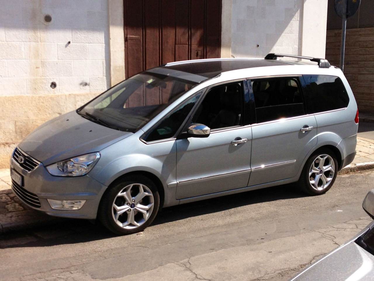 Ford Galaxy 2.2 2010 photo - 7