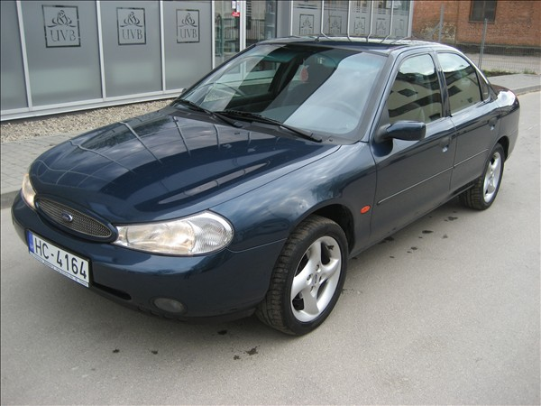 Ford Mondeo 1.8 2000 photo - 11