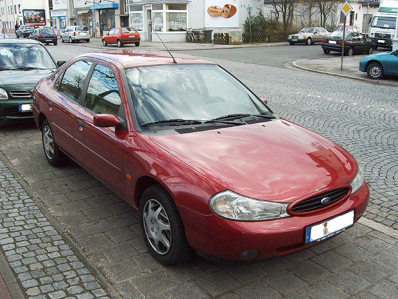 Ford Mondeo 1.8 2000 photo - 12