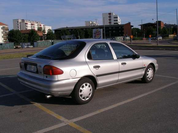 Ford Mondeo 2.0 1995 photo - 10