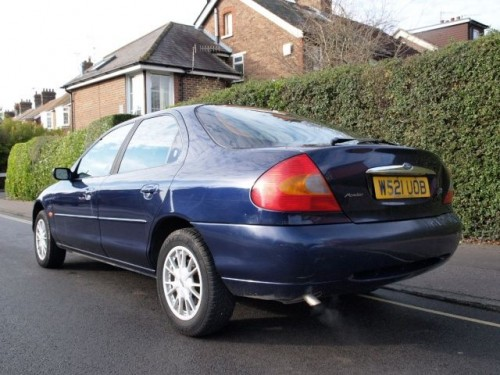 Ford Mondeo 2.0 2000 photo - 12