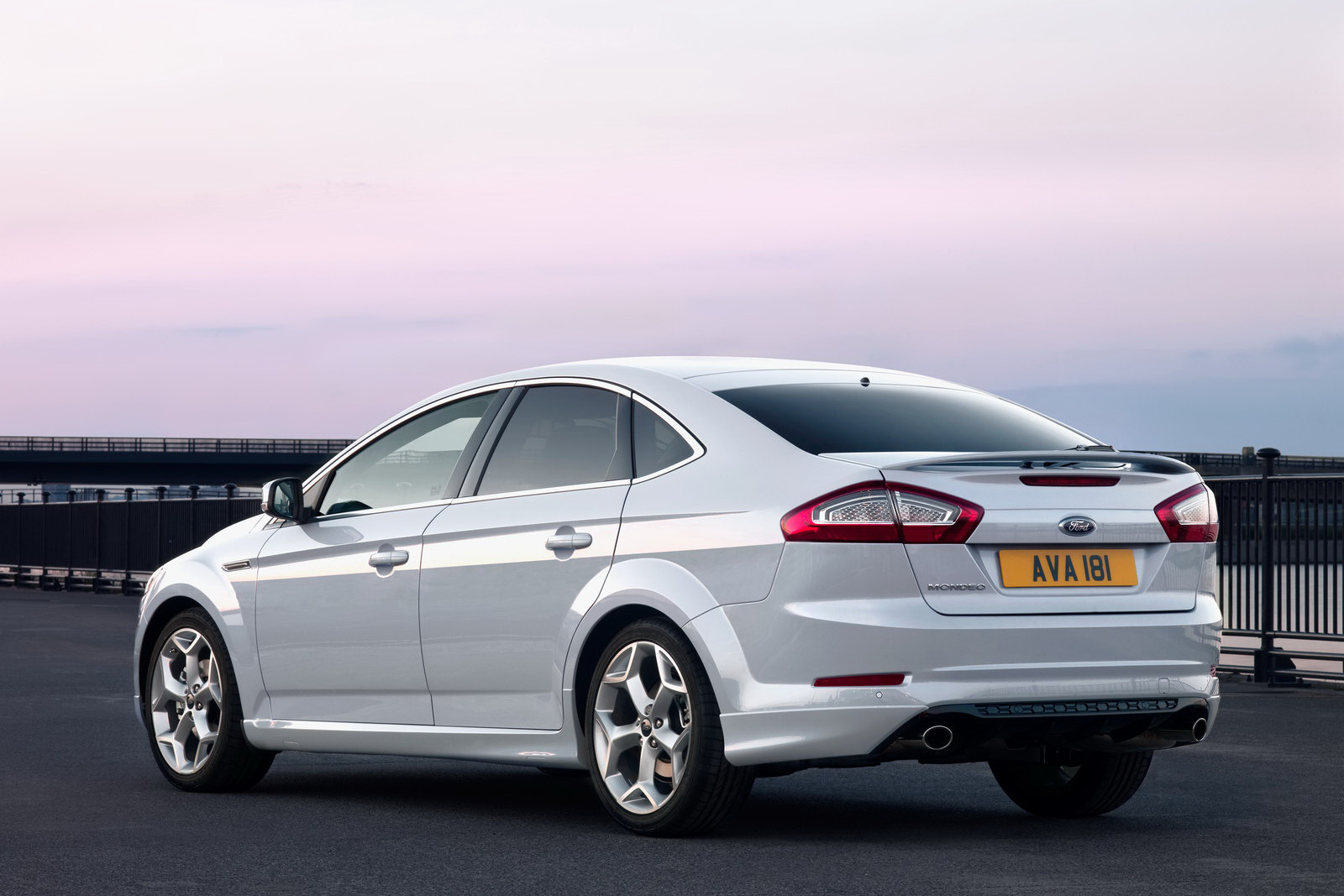 Ford Mondeo 2.0 2011 photo - 1