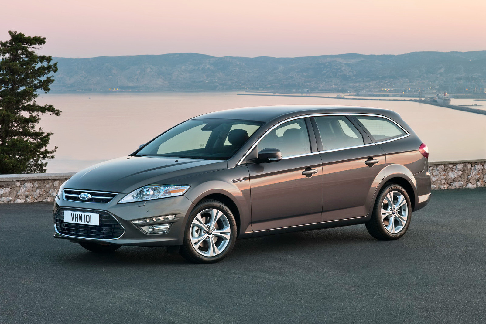 Ford Mondeo 2.0 2011 photo - 11