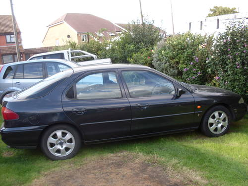 Ford Mondeo 2.5 1995 photo - 6