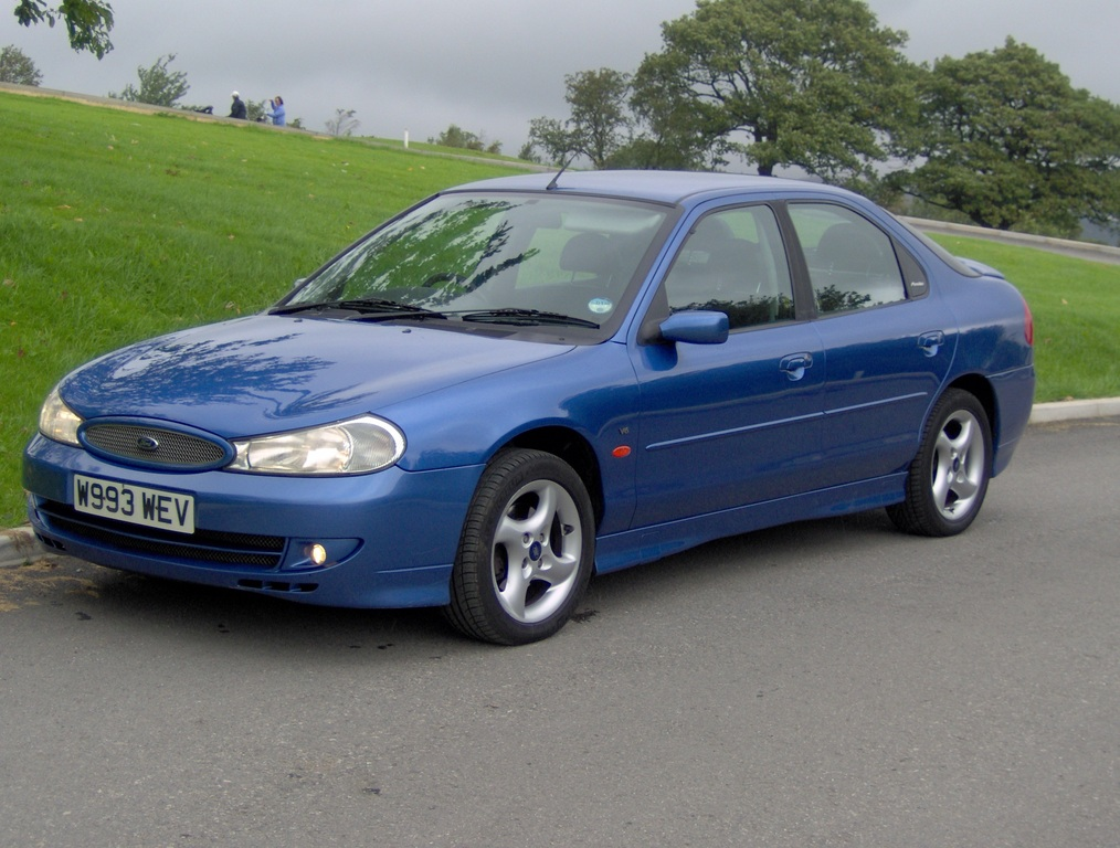 Ford Mondeo 2.5 2000 photo - 8