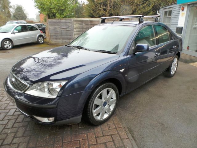 Ford Mondeo 2.5 2004 photo - 2
