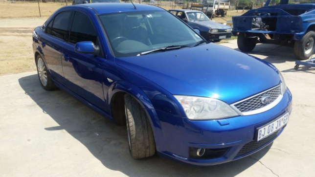 Ford Mondeo 3.0 2004 photo - 12