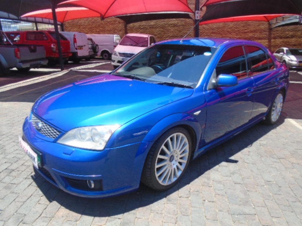 Ford Mondeo 3.0 2004 photo - 2