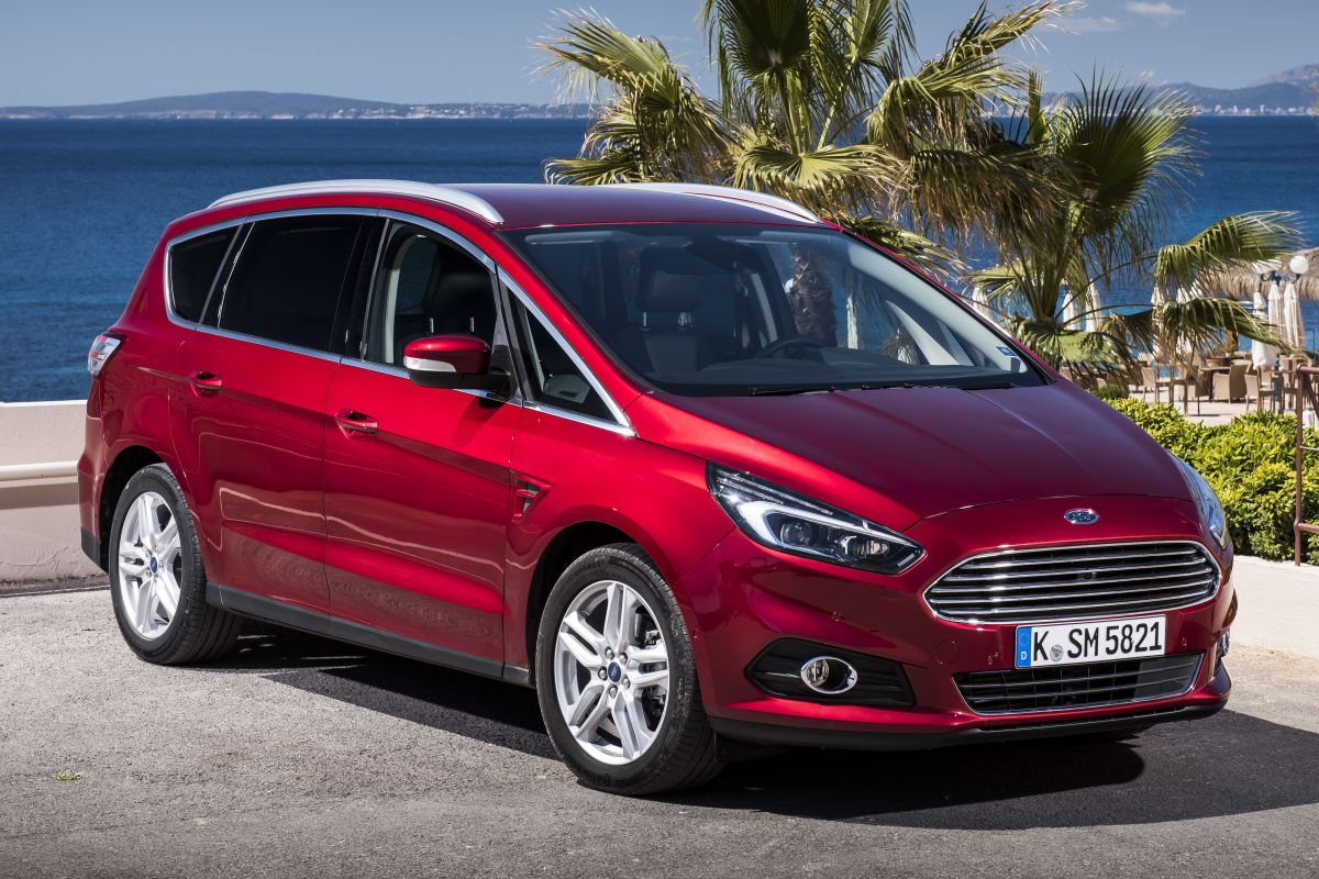 Ford S-Max 2.0 1999 photo - 1