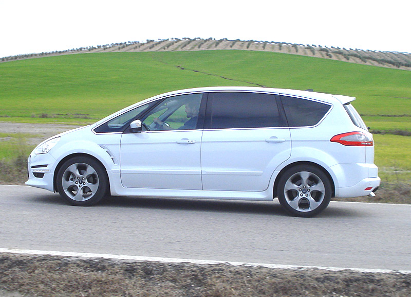 Ford S-Max 2.0 2010 photo - 11