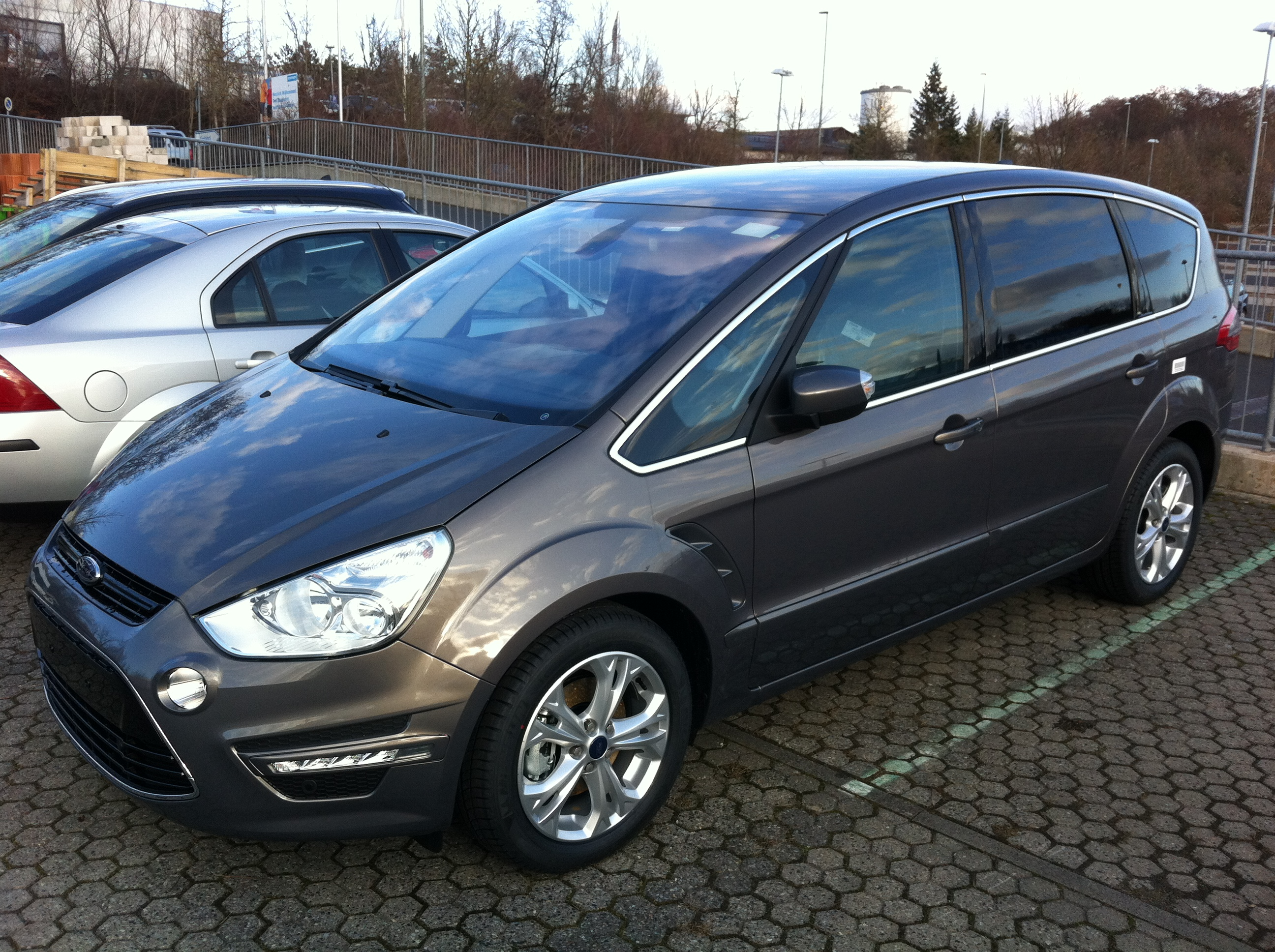Ford S-Max 2.0 2012 photo - 12