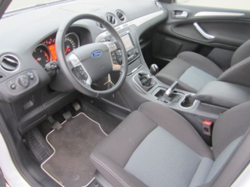 Ford S-Max 2.0 2013 photo - 9