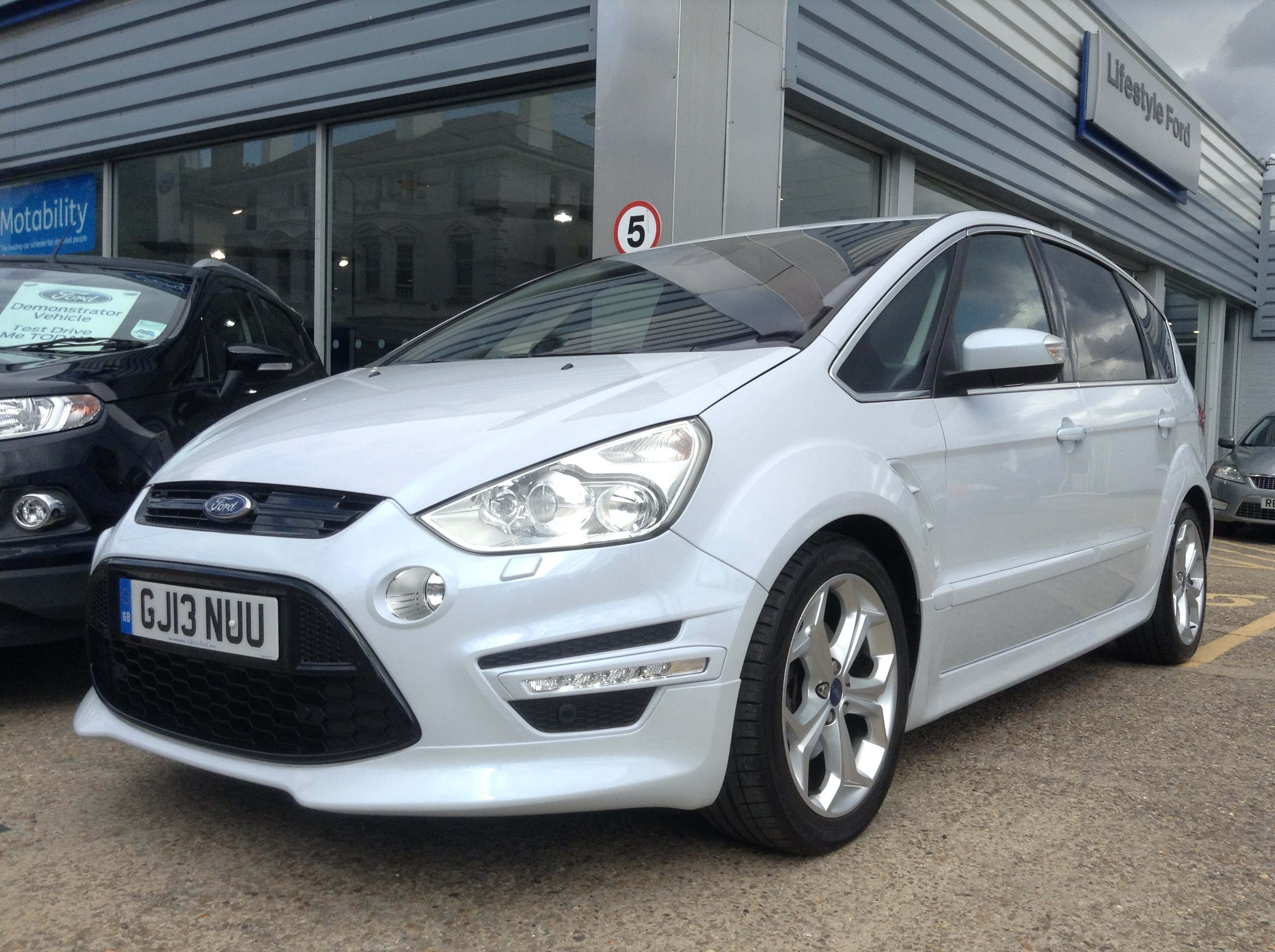 Ford S-Max 2.0 2014 photo - 4