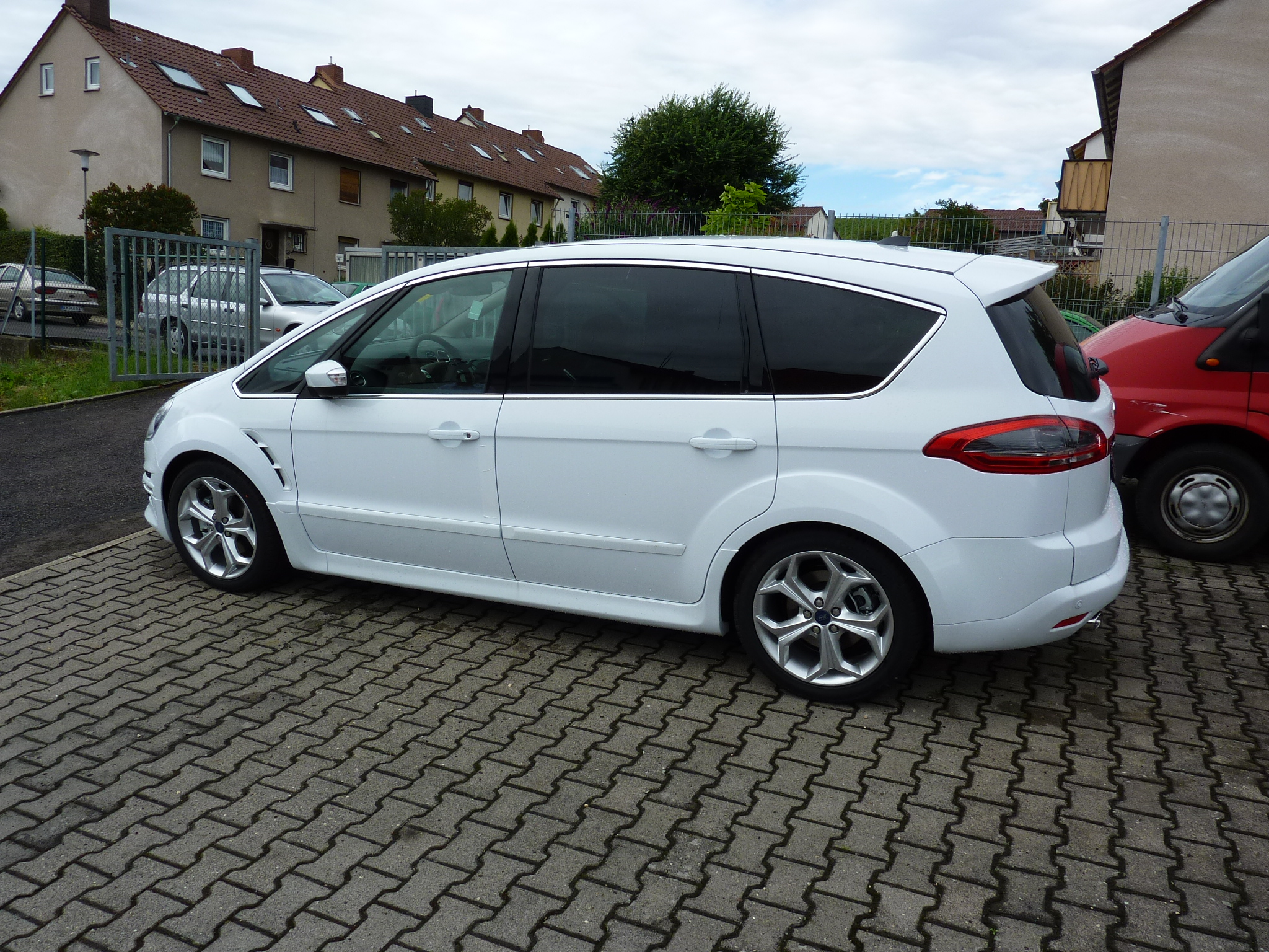 Ford S-Max 2.2 2011 photo - 2