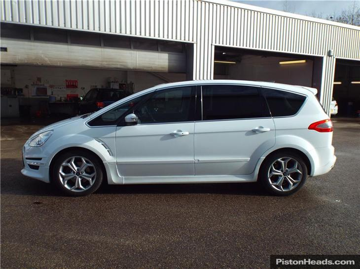 Ford S-Max 2.2 2013 photo - 4