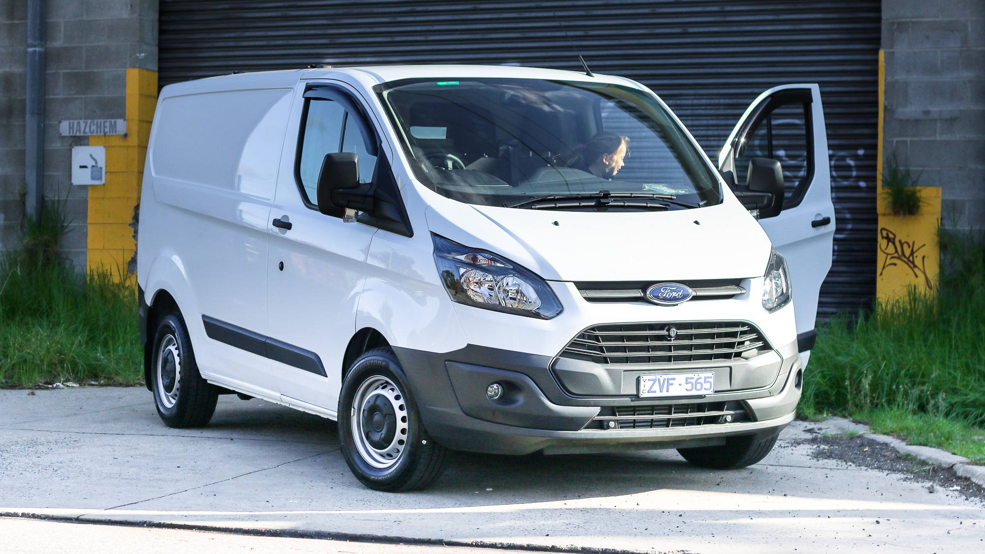 Ford Transit Custom 2.2 2014 photo - 12