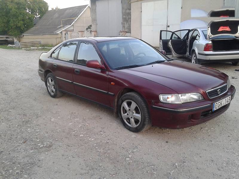 Honda Accord 1.8 1996 photo - 8
