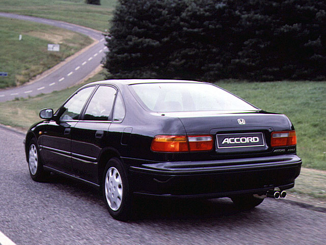 Honda Accord 2.0 1993 photo - 12
