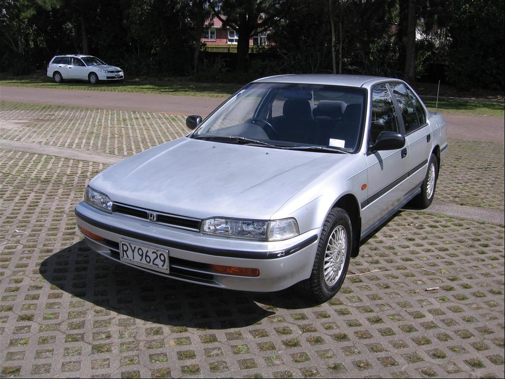 Honda Accord 2.0 1993 photo - 6