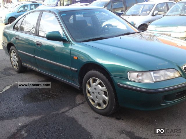 Honda Accord 2.0 1996 photo - 10