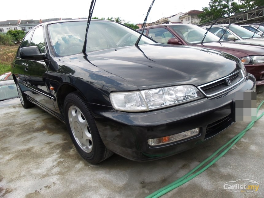 Honda Accord 2.0 1996 photo - 12