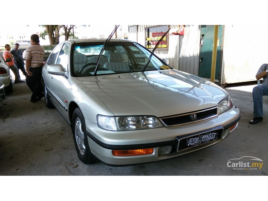 Honda Accord 2.0 1997 photo - 11