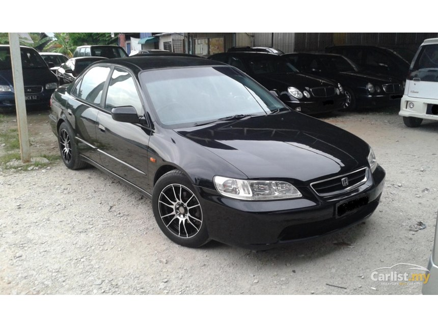 Honda Accord 2.0 2000 photo - 1
