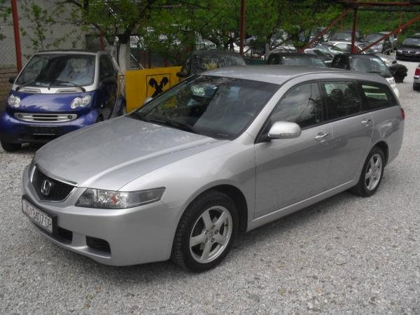 Honda Accord 2.0 2000 photo - 12