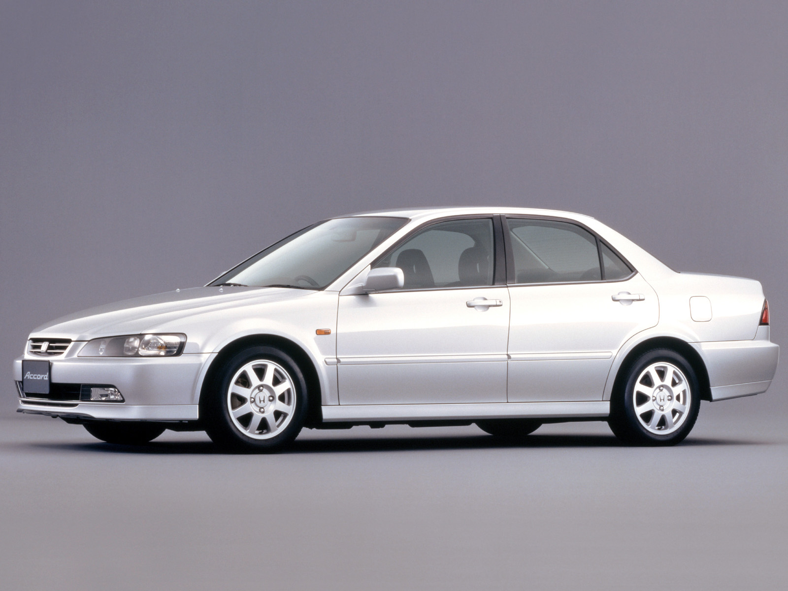 Honda Accord 2.0 2000 photo - 2