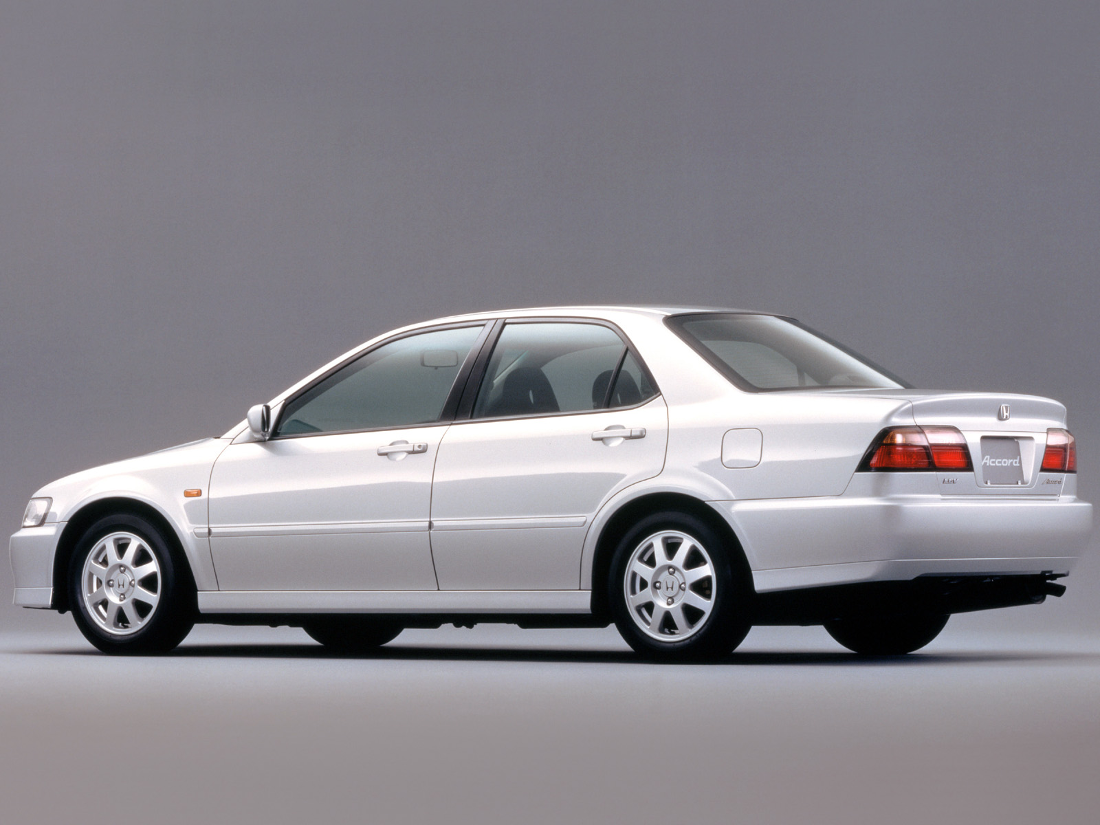 Honda Accord 2.0 2000 photo - 4
