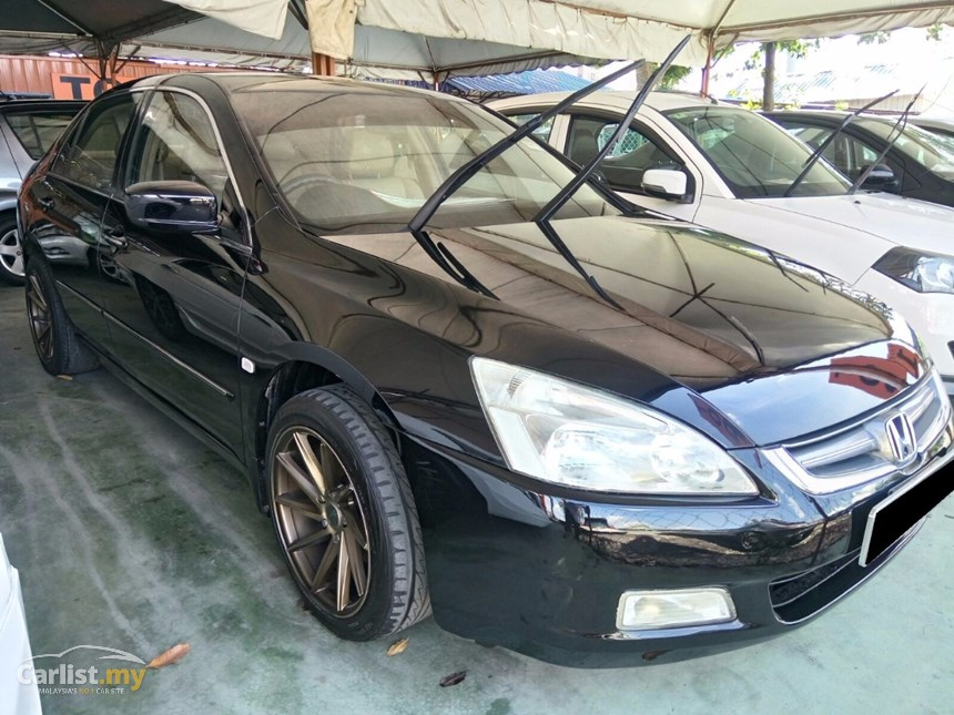 Honda Accord 2.0 2004 photo - 2