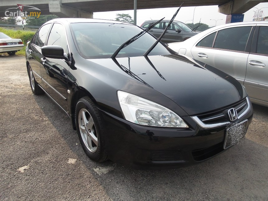 Honda Accord 2.0 2004 photo - 6