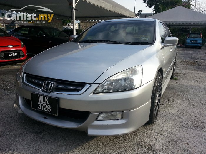 Honda Accord 2.0 2004 photo - 8