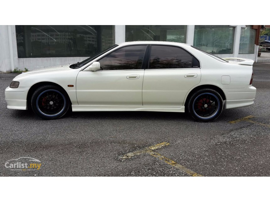 Honda Accord 2.2 1995 photo - 2