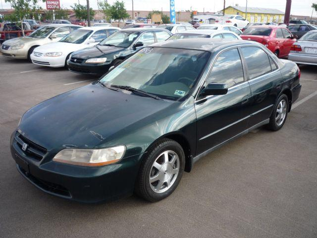 Honda Accord 2.2 1998 photo - 2