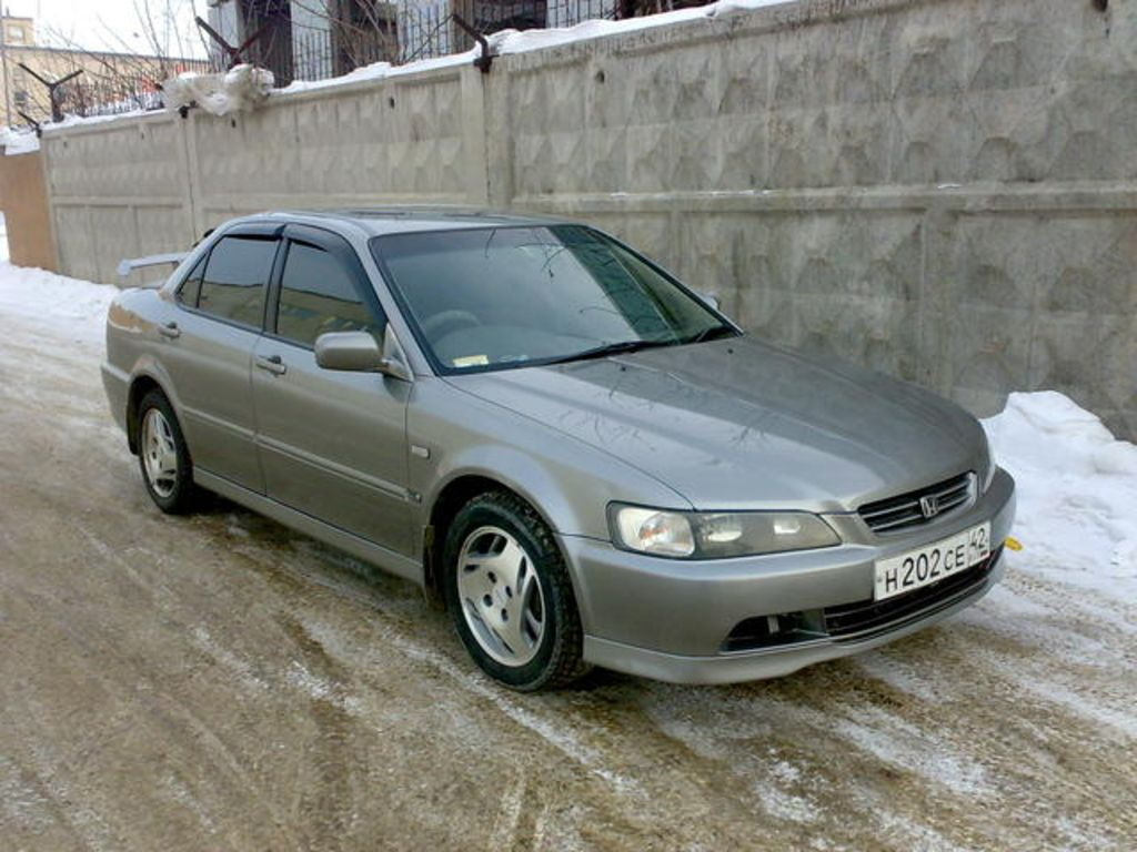 Honda Accord 3.0 1998 photo - 6