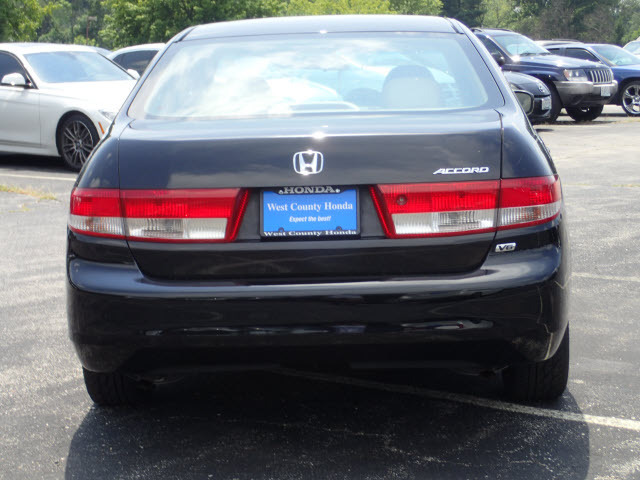 Honda Accord 3.0 2004 photo - 11