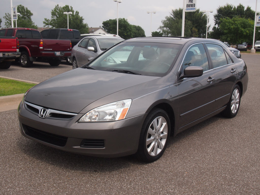 Honda Accord 3.0 2006 photo - 10