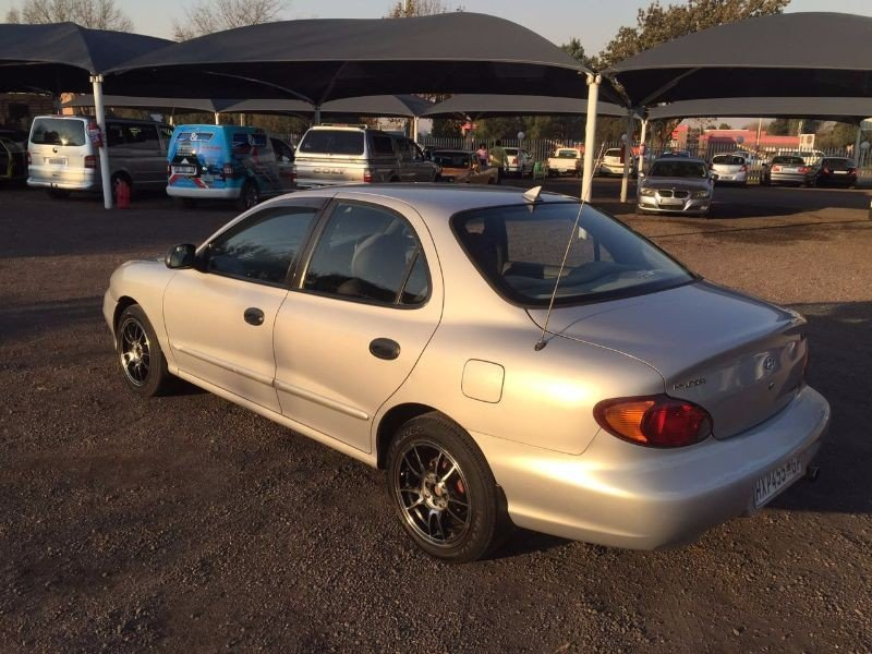 Hyundai Elantra 1.6 1997 photo - 2