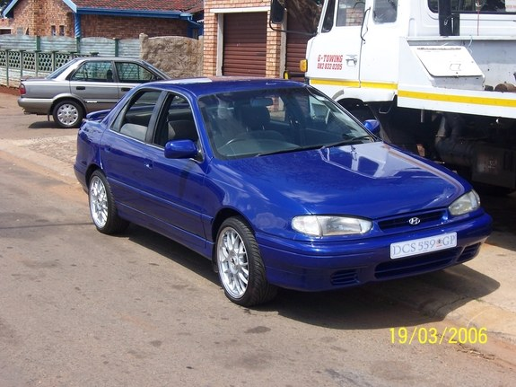 Hyundai Elantra 1.8 1995 photo - 4