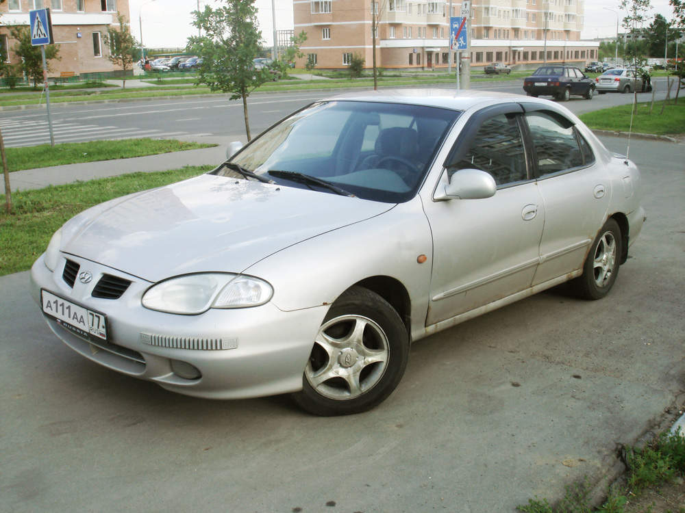 Hyundai Elantra 2.0 1998 photo - 3