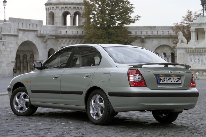 Hyundai Elantra 2.0 2003 photo - 2