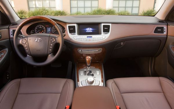Hyundai Genesis 3.3 2010 photo - 10