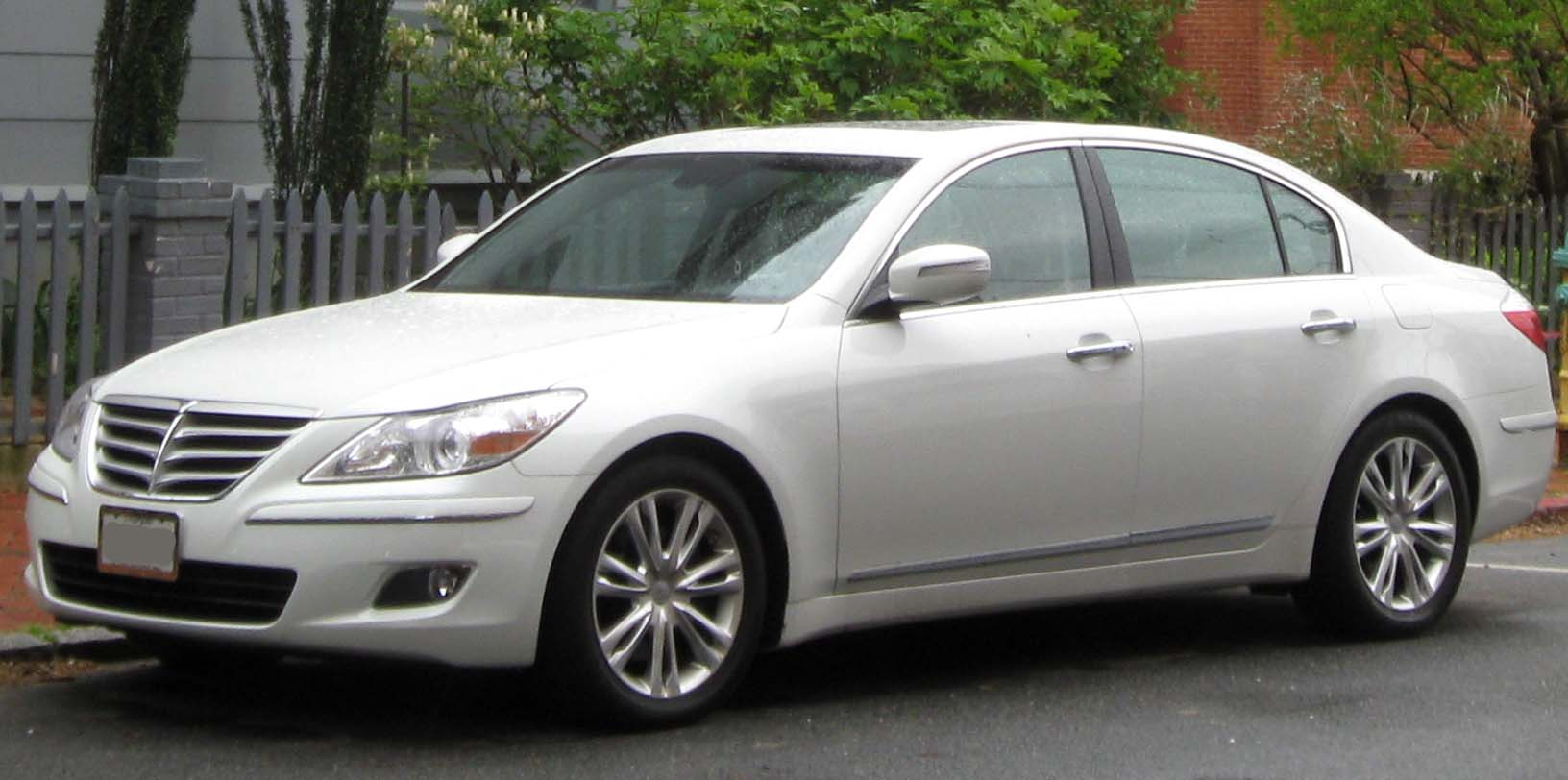 Hyundai Genesis 3.3 2010 photo - 2
