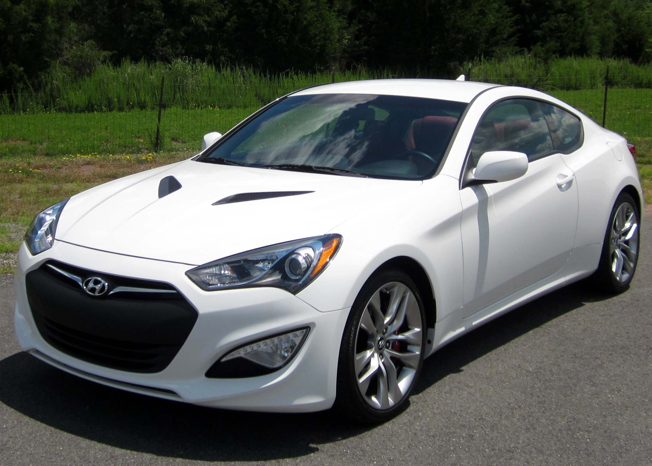 Hyundai Genesis 3.8 2013 photo - 2