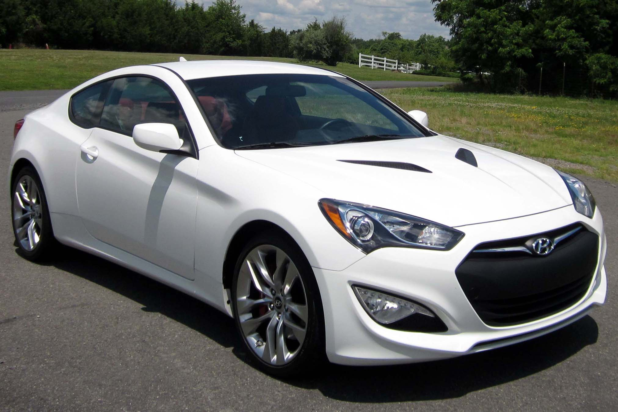 Hyundai Genesis 3.8 2013 photo - 3