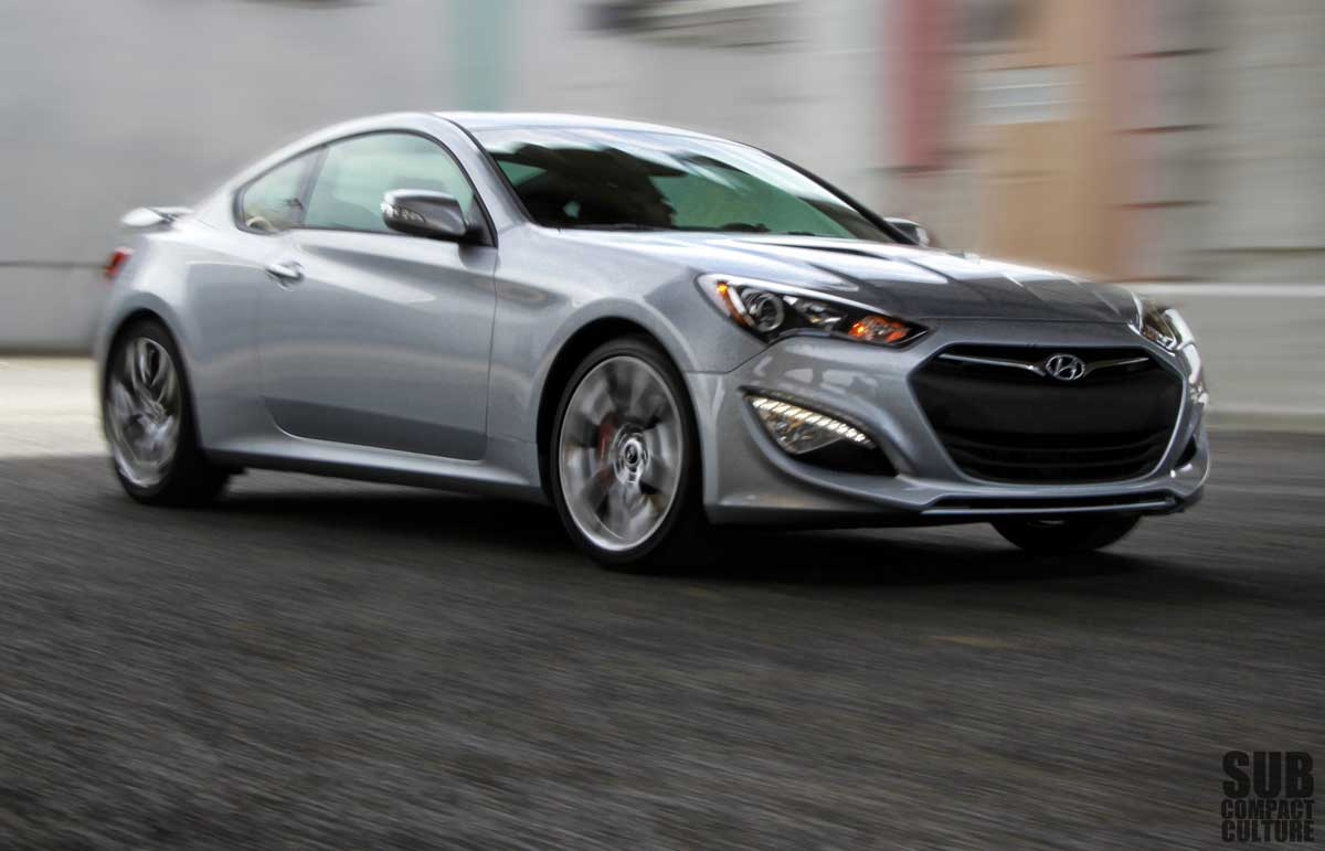 Hyundai Genesis 3.8 2013 photo - 7