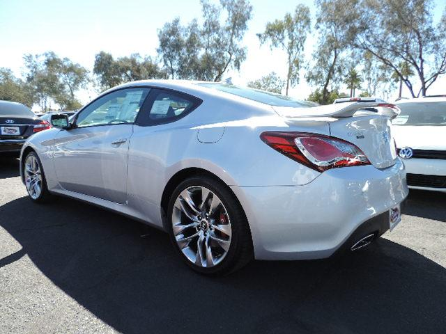 Hyundai Genesis 3.8 2014 photo - 8