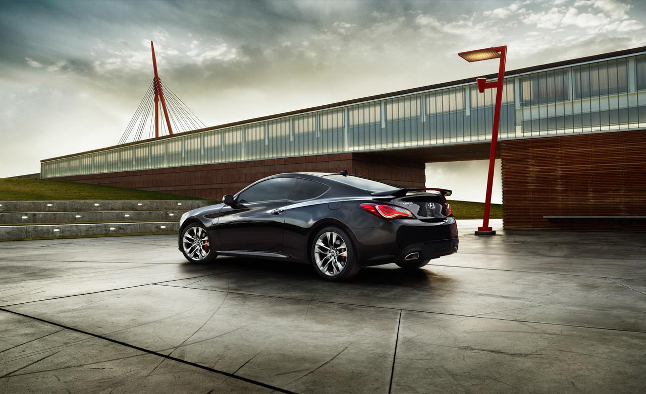 Hyundai Genesis 3.8 2014 photo - 9